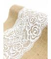 Chemin de table avec dentelle brodé motif florale bande central et Toile De Jute 2m75